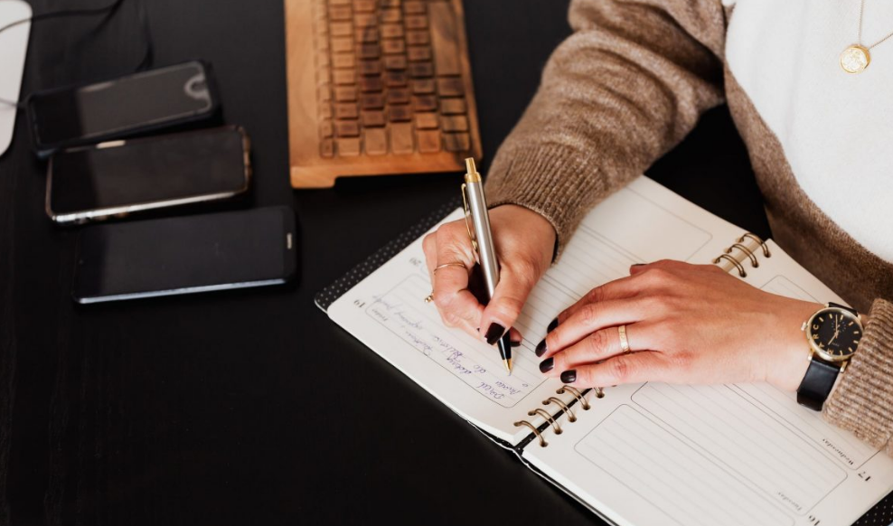 How An Article Writer Help Your Business To Reach Buyers